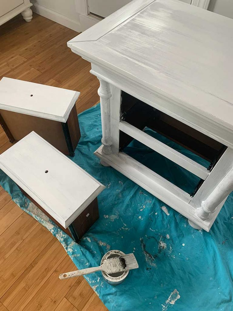 primed night table
