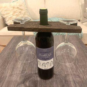 palette wine holder with bottle of wine and glasses